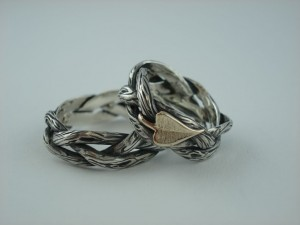 Individuelle Trauringe: Ringe aus 925/- SIlber in Baumrindenoptik